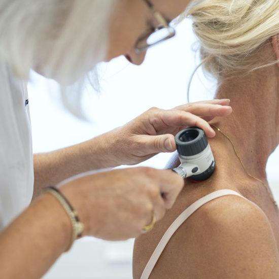 Hudläkare Göteborg gör en prickkontroll